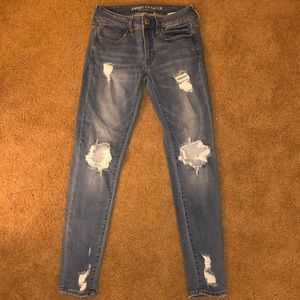 AMERICAN EAGLE ripped skinny jeans!!